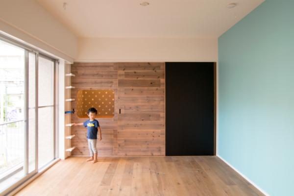 収納と遊び場と黒板塗料と