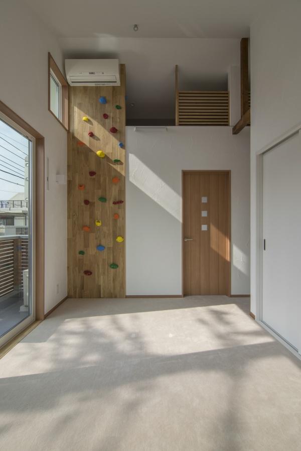 ボルダリングの壁と屋根裏部屋